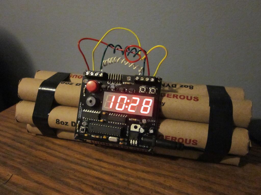 Defusable-Bomb-Alarm-Clock